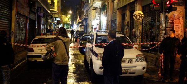 «Εμφύλιος» ανάμεσα σε Λιμενικό και Αστυνομία για την επίθεση κουκουλοφόρων στα Εξάρχεια