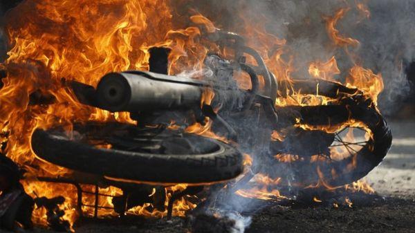Στις φλόγες τυλίχθηκε δίκυκλο