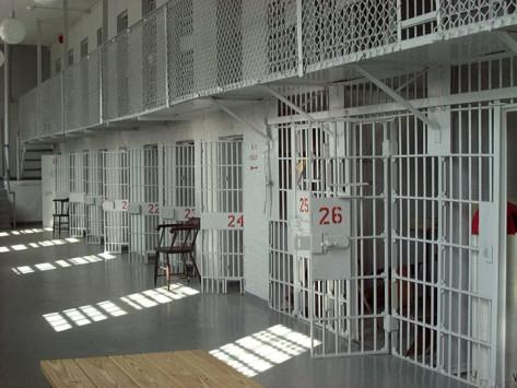 Στη φυλακή 80χρονος για ασέλγεια στις κόρες του με νοητική υστέρηση
