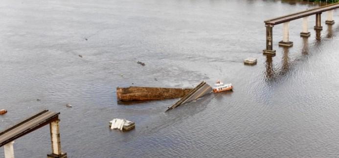Βραζιλία: Κατέρρευσε γέφυρα - Επεσε πάνω της φέριμποτ