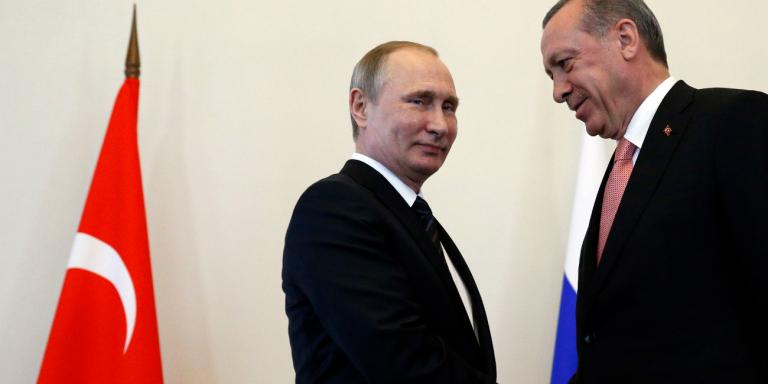 Ο Ερντογάν στη Μόσχα και οι ΗΠΑ με το δάχτυλο στη σκανδάλη για τους S-400