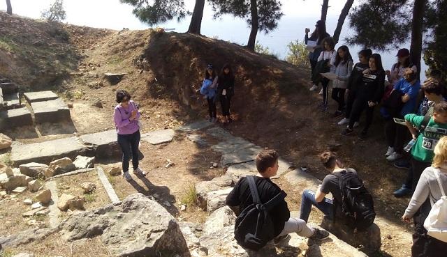 Μαθητές ανακαλύπτουν τον αρχαιολογικό χώρο της Γορίτσας