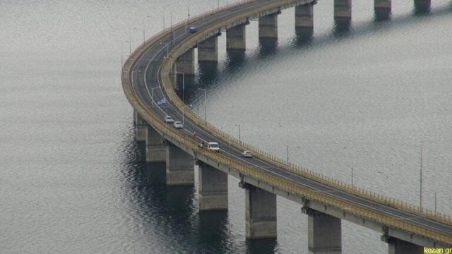 Βγήκε από ταξί και έκανε βουτιά θανάτου στη γέφυρα των Σερβιών