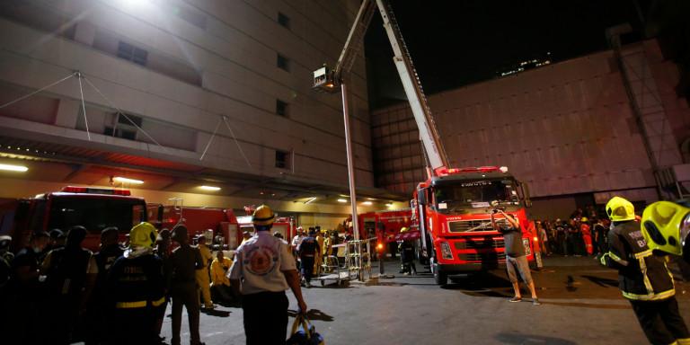 Ταϊλάνδη: Δύο νεκροί από φωτιά σε εμπορικό κέντρο. Πηδούσαν από τα παράθυρα [εικόνες]