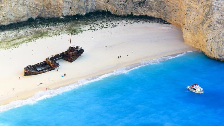 Ζάκυνθος: Αδιέξοδο για την πιο διάσημη παραλία της χώρας. Το Ναυάγιο παραμένει κλειστό