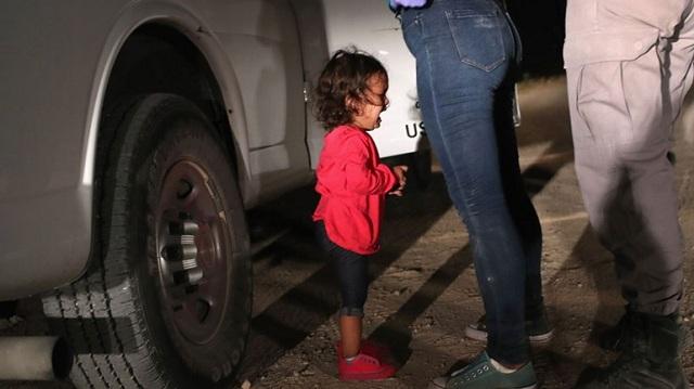 Η φωτογραφία της χρονιάς: Το κλάμα της μικρής Γιανέλα στα σύνορα των ΗΠΑ