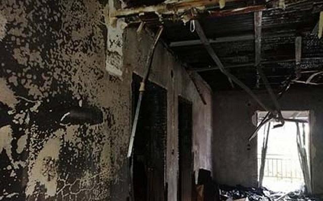 Ο κεραυνός του διέλυσε το σπίτι: Ξέσπασε φωτιά την ώρα που ο ιδιοκτήτης κοιμόταν