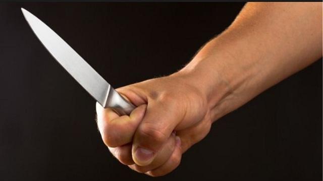 Έβγαλε μαχαίρι όταν τον έπιασαν να κλέβει