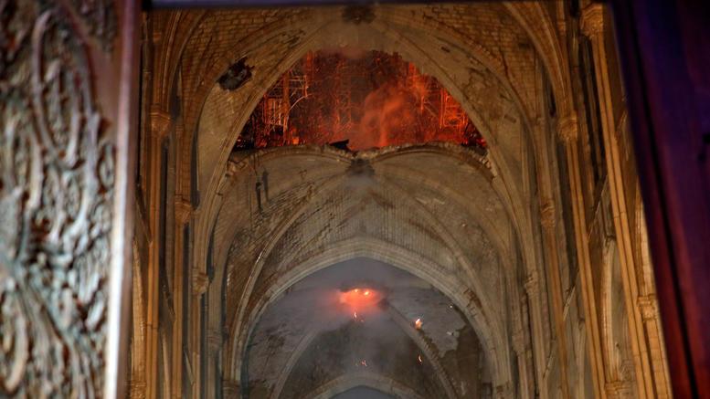 Iερέας της Νotre Dame περιγράφει εικόνα βομβαρδισμού