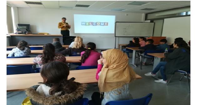 Μαθητές -πρόσφυγες ξεναγήθηκαν στο Τμήμα Βιοχημείας και Βιοτεχνολογίας του Π.Θ.