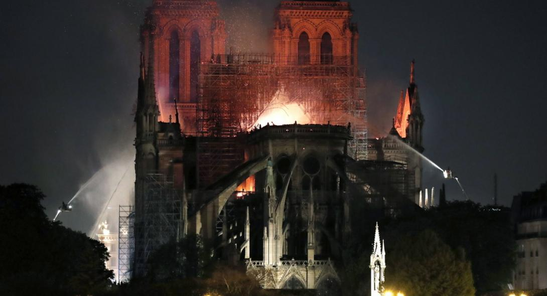 Η πυρκαγιά στην Παναγία των Παρισίων εκτόξευσε τις πωλήσεις του βιβλίου του Ουγκώ