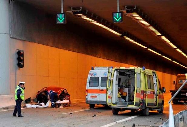 Ενας νεκρός από τη σύγκρουση δύο φορτηγών μέσα σε σήραγγα στην Εγνατία