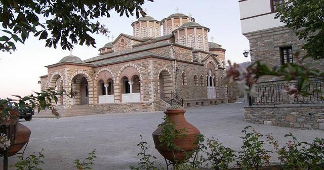 Εργα αποκατάστασης του τρούλου της Μονής Παμμεγίστων Ταξιαρχών