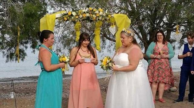 Δύο γυναίκες ενώθηκαν με τα δεσμά του γάμου στην Κρήτη