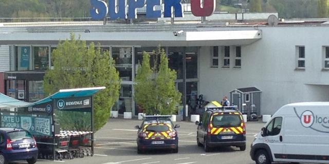 Γαλλία: Ενοπλος κρατούσε ομήρους σε σούπερ μάρκετ