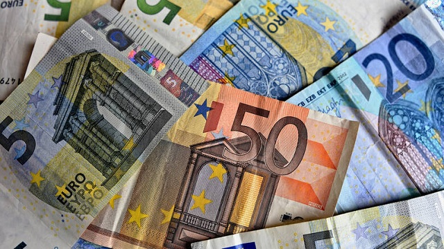 «Μπαράζ» πληρωμών τη Μεγάλη Εβδομάδα: Ποιοι θα δουν χρήματα