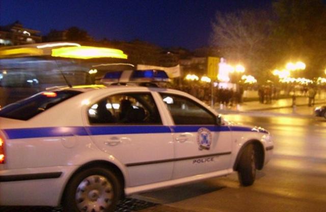 Περιπολικό «καρφώθηκε» σε περίπτερο κατά τη διάρκεια καταδίωξης [εικόνες]