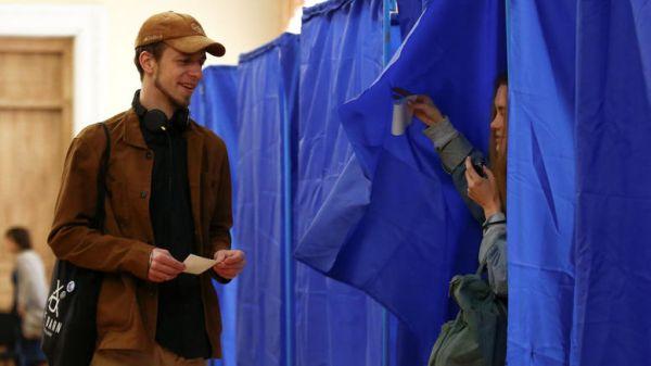 Εκλογές-άλμα στο άγνωστο στην Ουκρανία