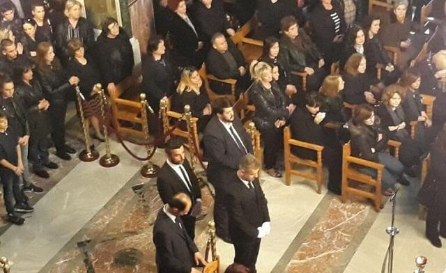 Σπαραγμός στην κηδεία του 15χρονου Μάριου στα Τρίκαλα