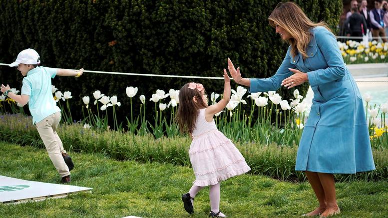 Η Μελάνια και το κυνήγι των πασχαλινών αυγών στον Λευκό Οίκο [εικόνες]