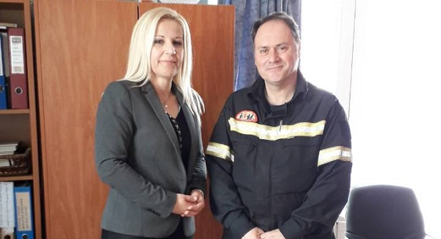 Ευχές με τους πυροσβέστες αντάλλαξε η Δ. Κολυνδρίνη