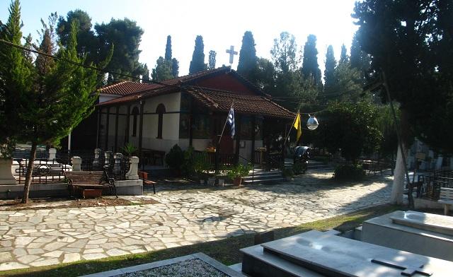 Η περιφορά του Επιταφίου στο παλιό και νέο κοιμητήριο Βόλου