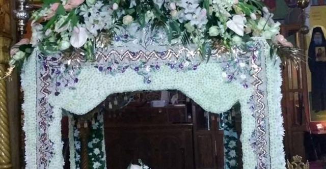 Επιτάφιος με 100.000 χάντρες στην εκκλησία της Αναλήψεως στη Λάρισα [εικόνες]
