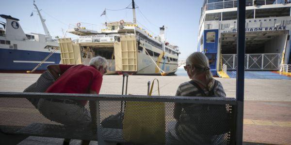 Πρωτομαγιά: Δεμένα τα πλοία στα λιμάνια