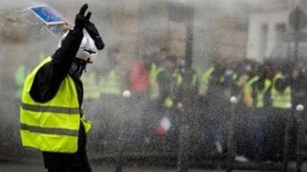 Κίτρινα γιλέκα: 8 μήνες φυλακή γιατί καλούσε αστυνομικούς να αυτοκτονήσουν