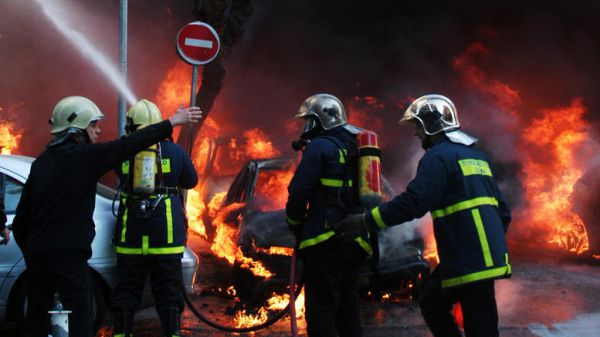 Εκρήξεις και πυκνοί καπνοί-12 ώρες επιχειρούσαν οι πυροσβέστες σε εταιρεία