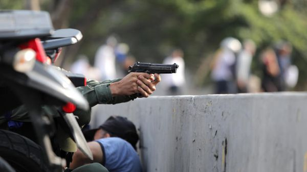 Βενεζουέλα: Κάλεσμα Γκουαϊδό για στρατιωτική εξέγερση