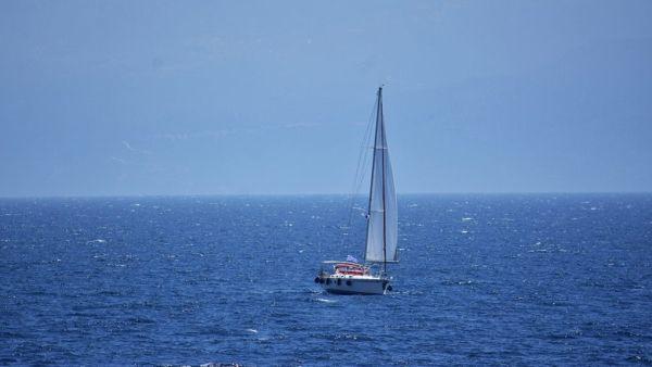 Ιστιοφόρο σκάφος παρουσίασε βλάβη στη Σκόπελο