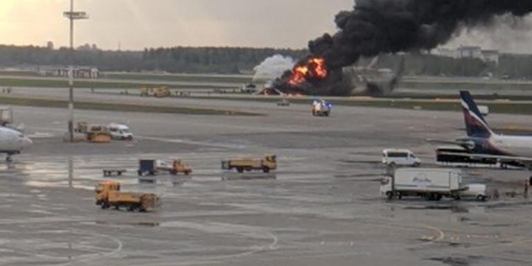 Μόσχα: Τουλάχιστον 41 νεκροί από την πυρκαγιά στο αεροσκάφος