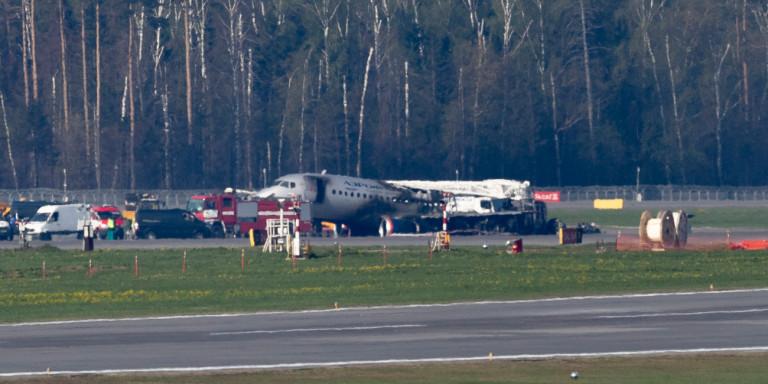 Περιγραφή τρόμου για το αεροσκάφος στη Μόσχα: «Εκανε σαν ακρίδα, χτυπήθηκε από κεραυνό»