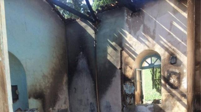Φωτιά κατέστρεψε τον Άγιο Σεραφείμ στο Μαρτίνο [εικόνες]