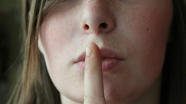 Αυτή η πόλη απαγόρευσε διά νόμου το κουτσομπολιό. Ποιες είναι οι ποινές