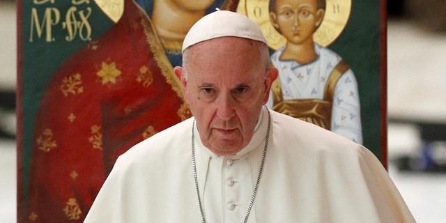 Ο Πάπας δωρίζει 100.000 ευρώ για τους πρόσφυγες στη Μόρια