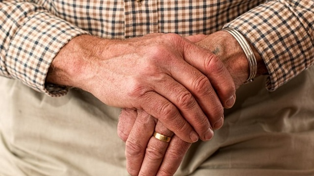 Άγριο ξύλο σε κατάκοιτη ηλικιωμένη και τον σύζυγό της από ληστές
