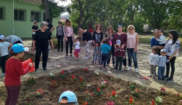 Λιλιπούτειοι έδωσαν χρώμα και ζωή στο προαύλιο του Παιδικού Σταθμού Ριζομύλου