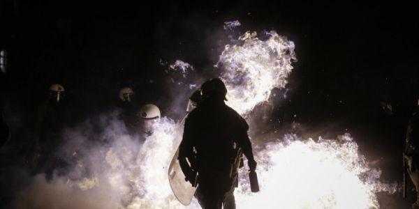 Επιθέσεις με μολότοφ στα γραφεία του ΣΥΡΙΖΑ και στα Εξάρχεια