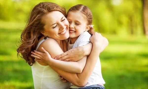 Στη γιορτή της πιο γλυκιάς και τρυφερής προσωπικότητας ~ Μάνα, πυλώνας οικογένειας, έθνους και πολιτισμού