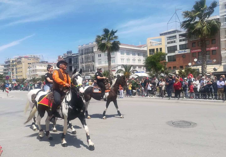 Με άλογα και άμαξες γέμισε η παραλία του Βόλου