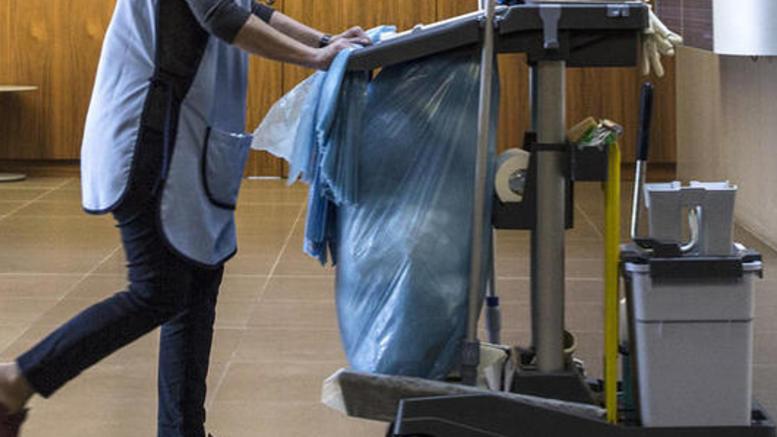 Στα βαρέα και ανθυγιεινά με εγκύκλιο οι σχολικές καθαρίστριες
