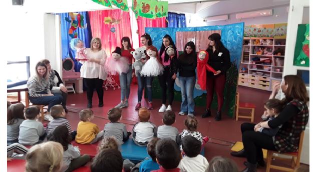 Μαθήτριες του 3ου ΕΠΑΝ Βόλου διασκέδασαν τα παιδιά Παιδικών Σταθμών