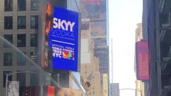 Πυρκαγιά σε γιγαντοοθόνη στην Τάιμς Σκουέαρ της Νέας Υόρκης