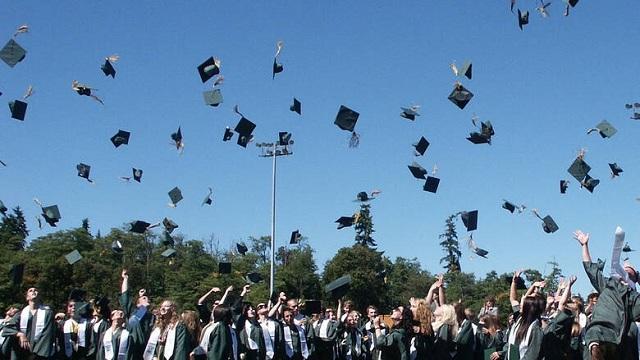 Αποφοίτηση - έκπληξη: «Δωράκι» δισεκατομμυριούχου σε 400 φοιτητές