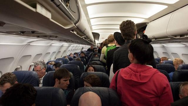 Φοιτητής απείλησε ότι θα ανατινάξει αεροπλάνο για να μην τον επισκεφτούν οι γονείς του
