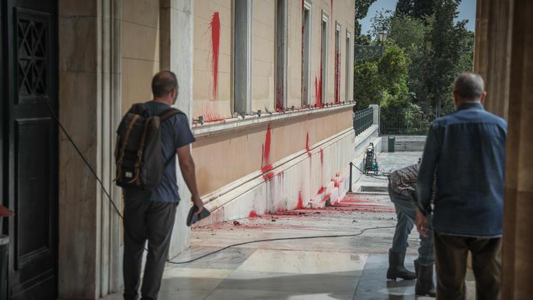 Κακουργηματική δίωξη για την επίθεση Ρουβίκωνα στη Βουλή