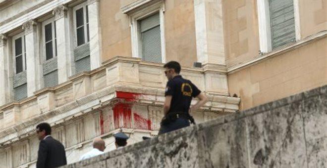 Ελεύθερος με εγγύηση 30.000 ευρώ το ιδρυτικό στέλεχος του Ρουβίκωνα