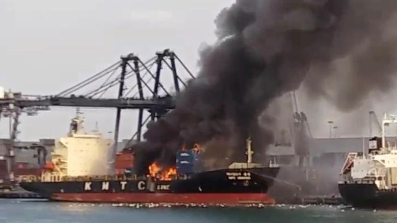 Ταϊλάνδη: Φωτιά σε φορτίο πλοίου -Πάνω από 130 άτομα στο νοσοκομείο